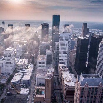Eine Stadt mit vielen Investitionsmöglichkeiten in Immobilien. Lerne jetzt wie du die Immobilienrendite selbst berechnen kannst.